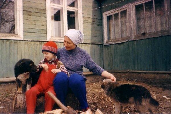 Я, Рыжик, тетя Наташа и Шарик - веселая кампашка! (Шарика сейчас уже нет :( )