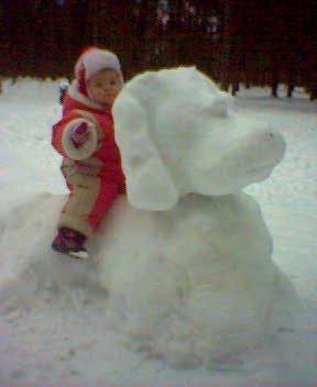 Моя сестричка сидит на Снежной СОБАКЕ!