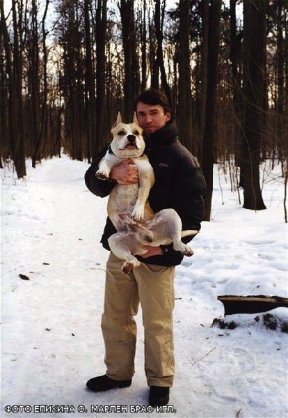 Точно сказать , что фото Киселевой Милы . т.к. Епихин Олег держит Гошу на руках . Вот .