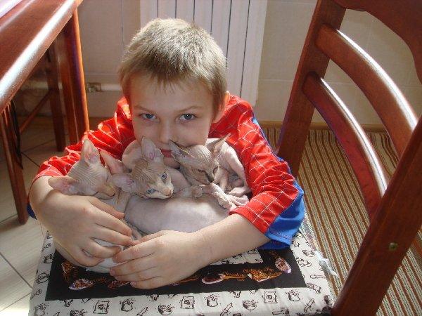 Мой сыночек с любимыми голышами канадиками.