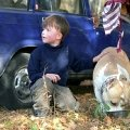 Марлен Брао Игл и Саша Коротеев . Ребенка собака увидела впервые .